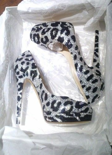 Leopard Shoes and glittery too, how can you beat this?