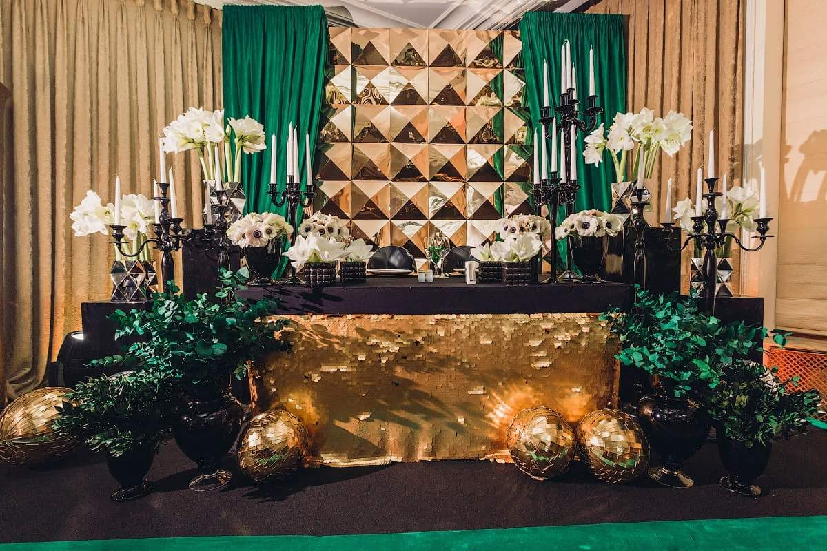 Gold And Emerald Green Backdrop With Gold And Black
