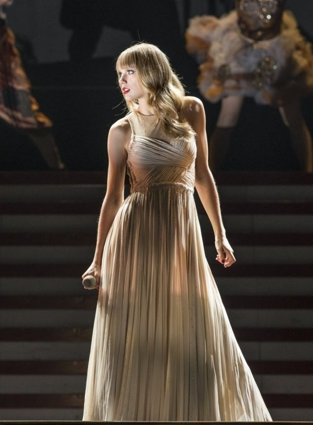 Taylor Swift The RED Tour Song 15 Love Story