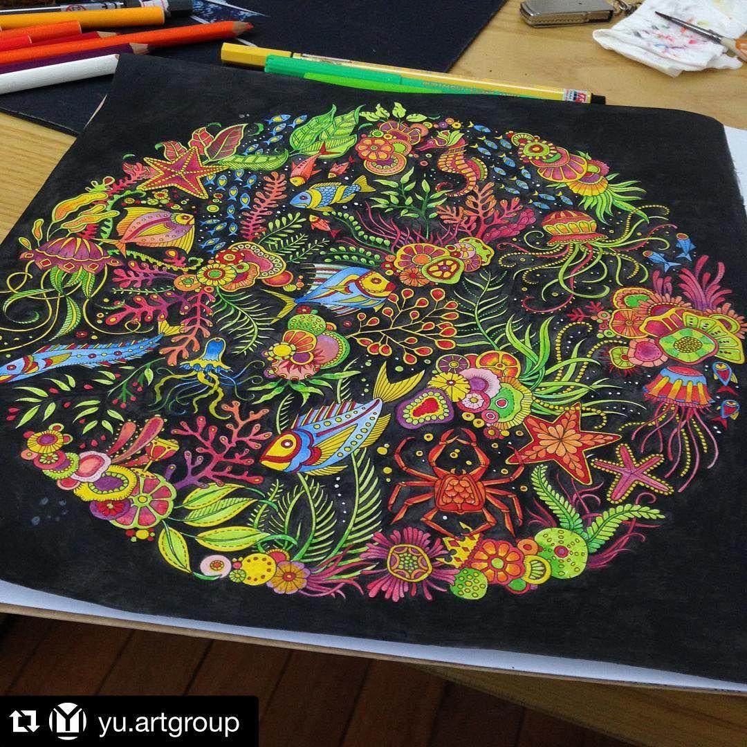 """""""E quem disse que não pode fundo preto no Oceano Perdido? Pode SIM e fica MARAVILHOSO! ❤️ Colorido por @yu.artgroup ______________________________…"""""""