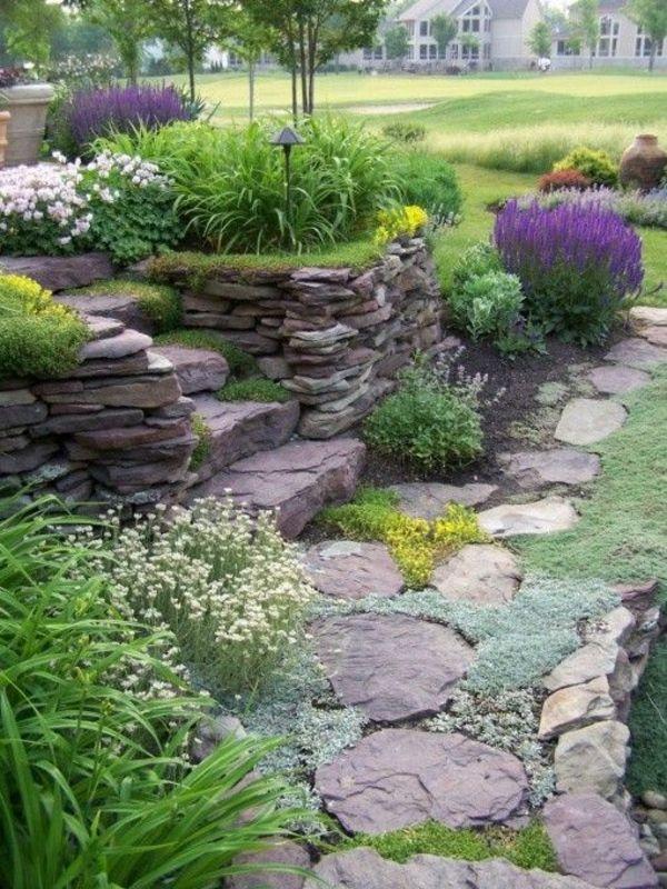 steingarten mit steinmauer gestapelte steine bunte pflanzen - ideen gestaltung steingarten