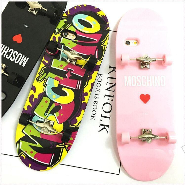Coque iPhone Moschino silicone insolite forme d'une skate-board acaht sur lelinker.fr