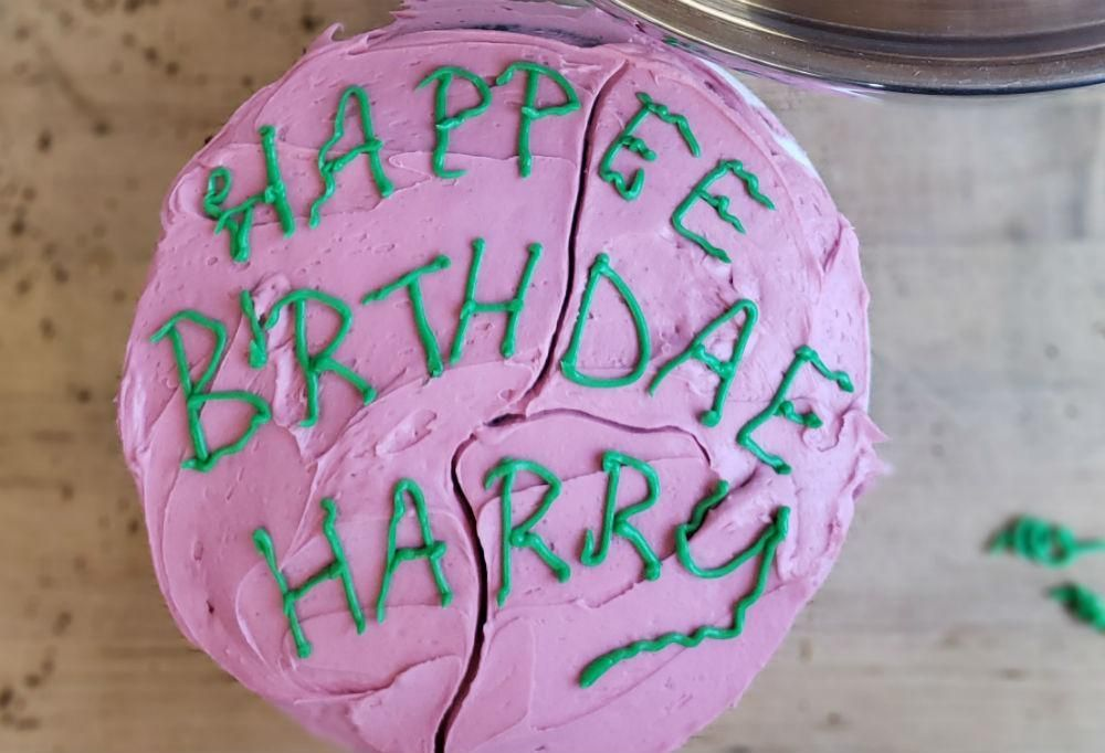 How To Make The Birthday Cake Hagrid Gave To Harry Potter Harry Potter Birthday Cake Harry Potter Cake Harry Potter Desserts