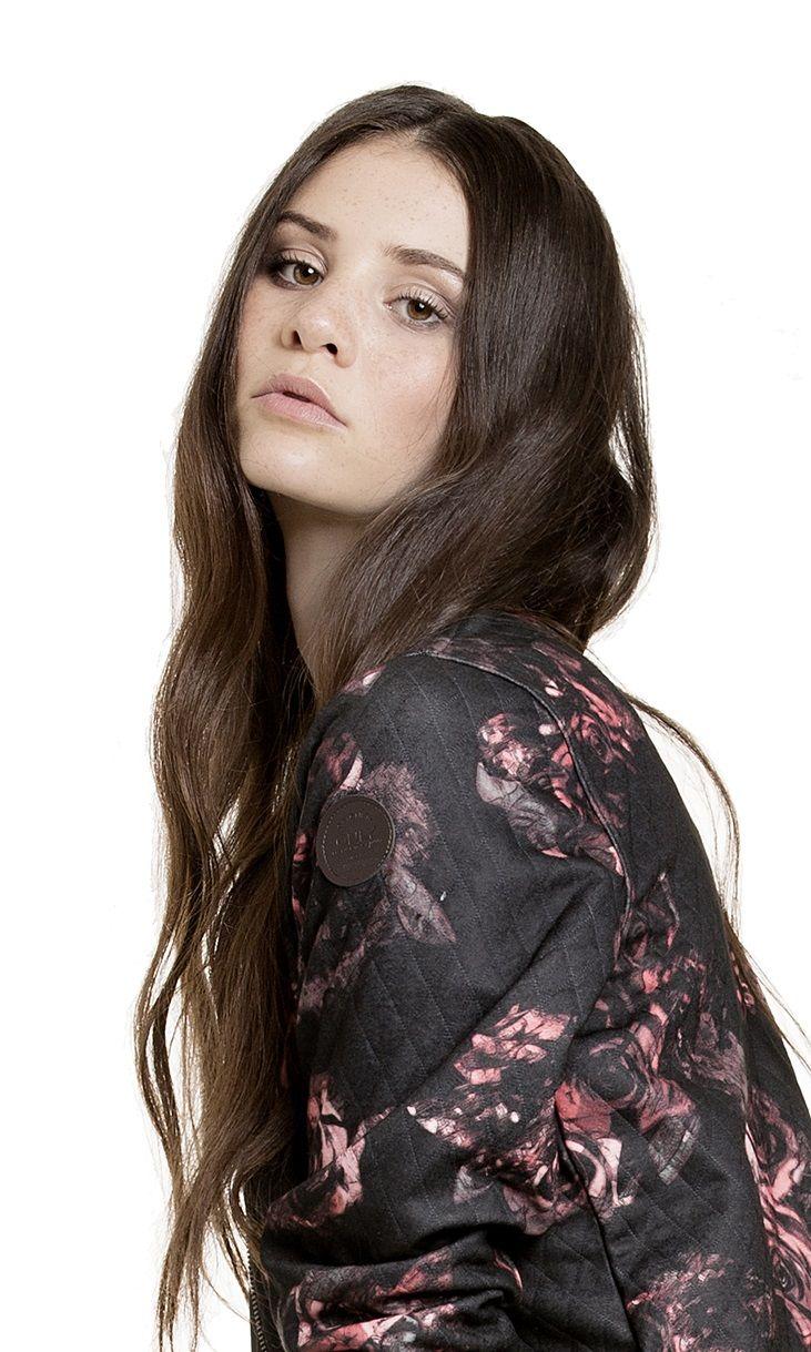 Betty Taube Sieht Auch Mit Glatten Haaren Bezaubernd Aus Gntm Gntm Germanys Next Topmodel Model Sedcard