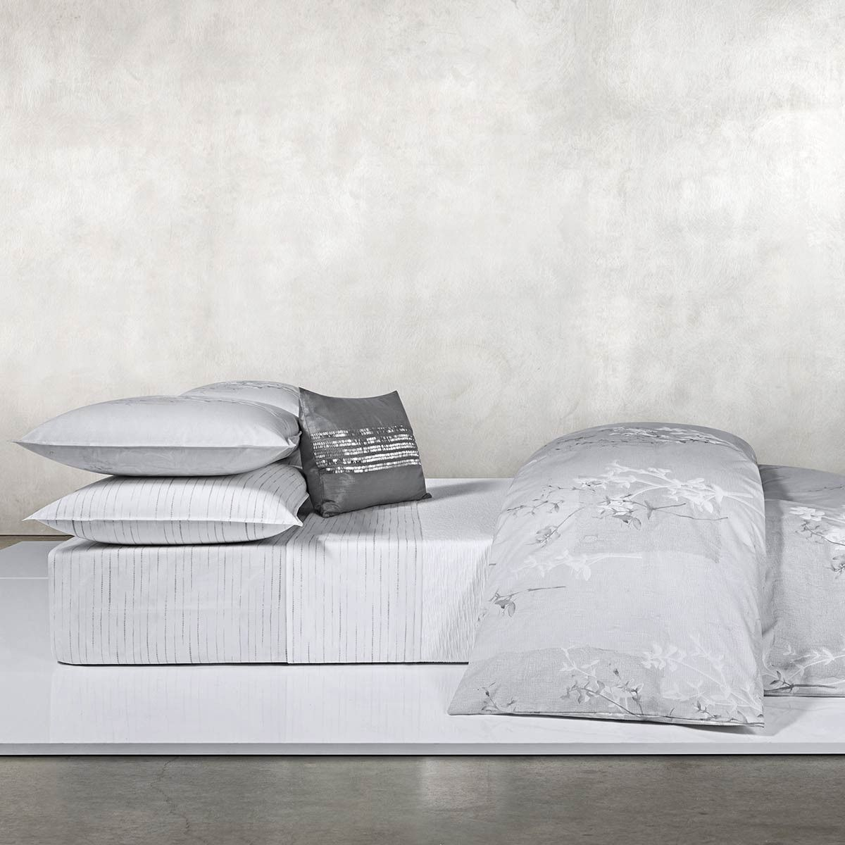 claytonia bedding by calvin klein home at dotmaison. Black Bedroom Furniture Sets. Home Design Ideas