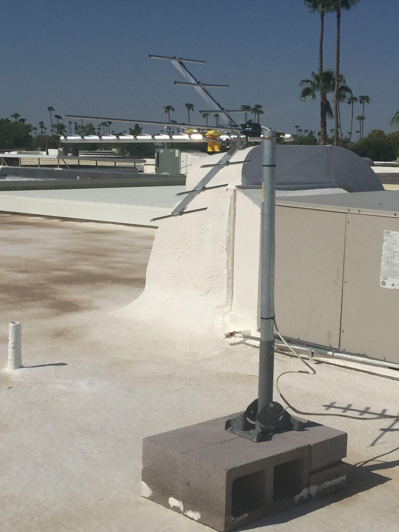 Professional Flat Roof Mounted Hdtv Antenna Installation In Scottsdale Az By Freehdtvaz Www Freehdtvaz Com Hdtv Antenna Flat Roof Installation