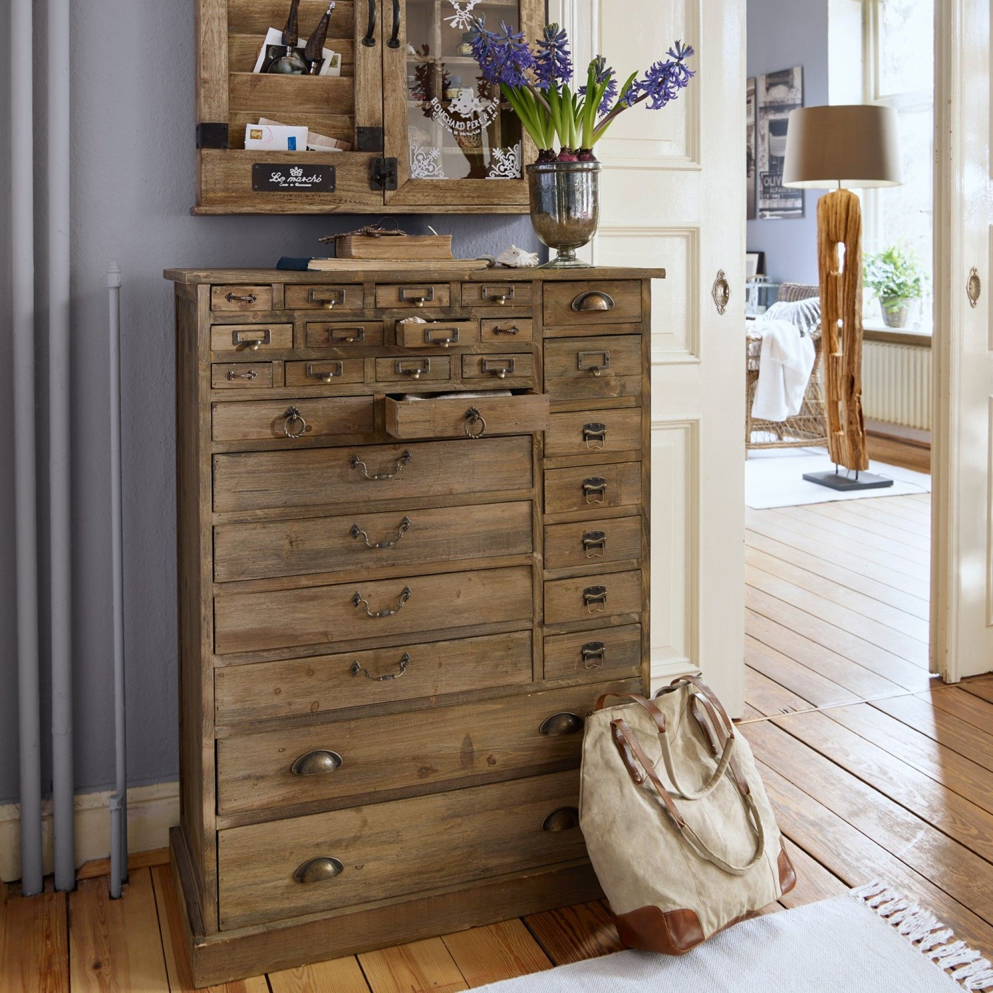 tolle kommode mit rustikalem charakter mit ihren vielen schubladen bietet sie dir viel stauraum. Black Bedroom Furniture Sets. Home Design Ideas