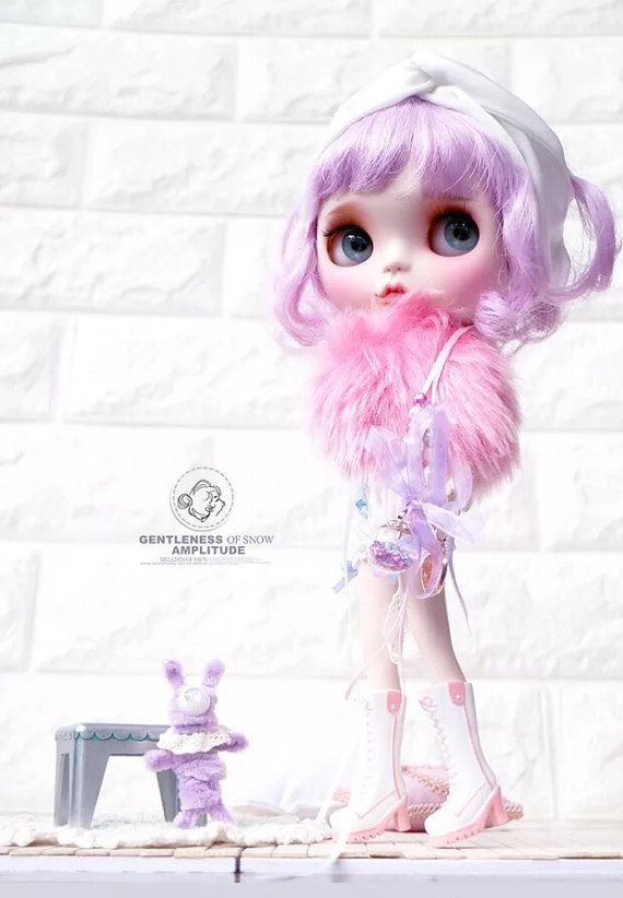 She is an authentic girl as FBL Lavender Hug and with official body.Without clothes and 4 pairs of changed eye clips.