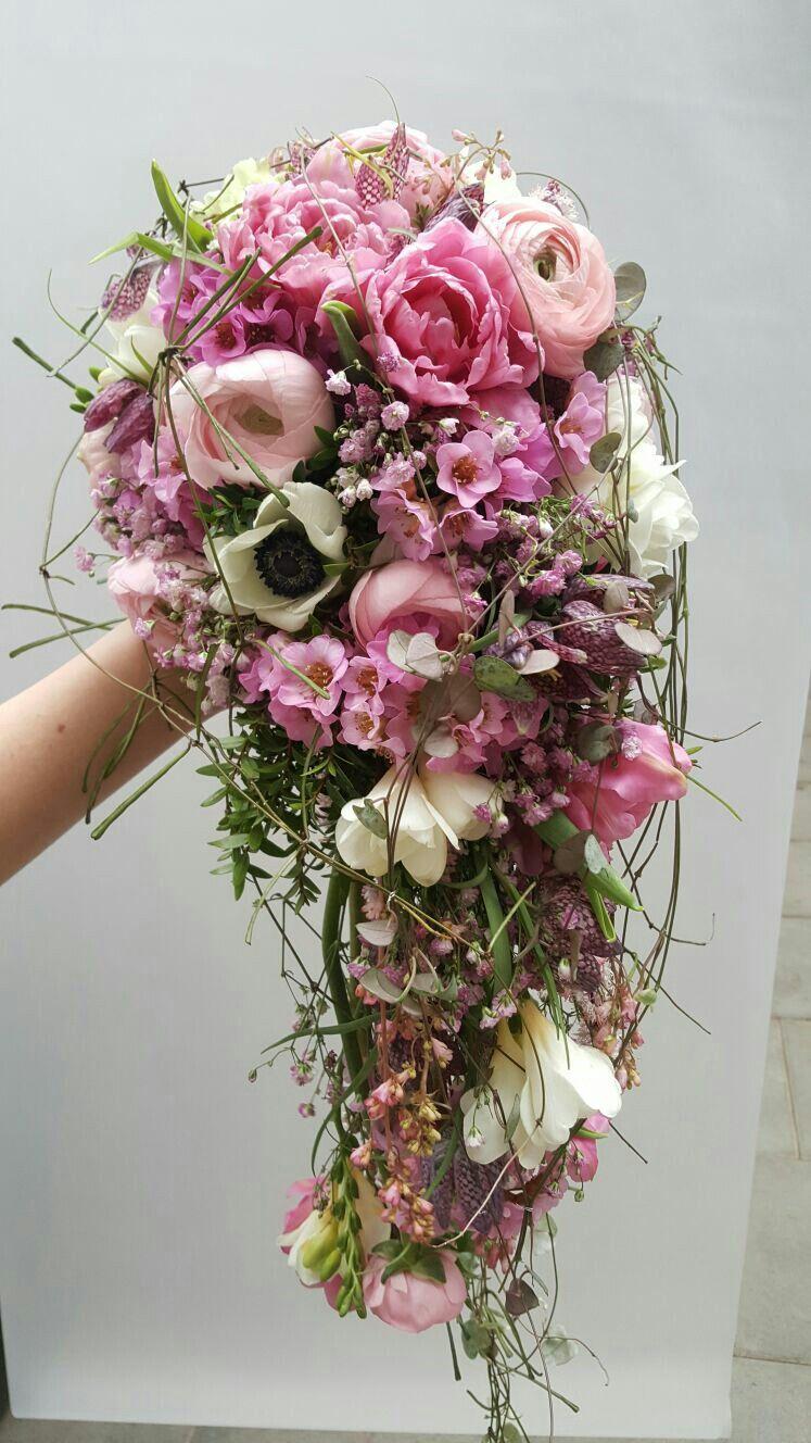 Pin By Sarah On Hochzeit Flower Arrangements Floral Wreath Flowers