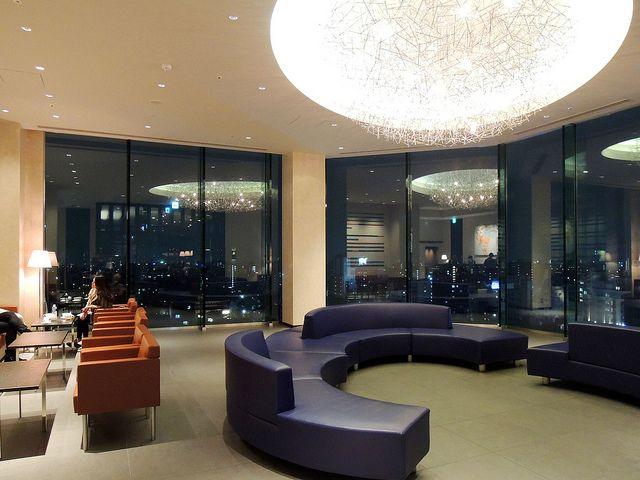 「ザ・ゲートホテル雷門」で夕食。ようやく東京に登場した内田繁師匠デザインのホテルは事前に見た写真の印象を良い意味で大きく裏切る濃密な空間だった。既に地元固定客も多い様子。浅草の新しい核となることは間違いない。次は泊まりたい。