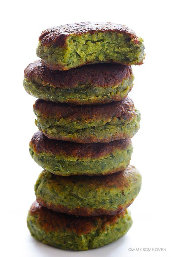 Esta receita falafel é cheio de ingredientes frescos, fácil de fazer, e irresistivelmente bom!  | Gimmesomeoven.com