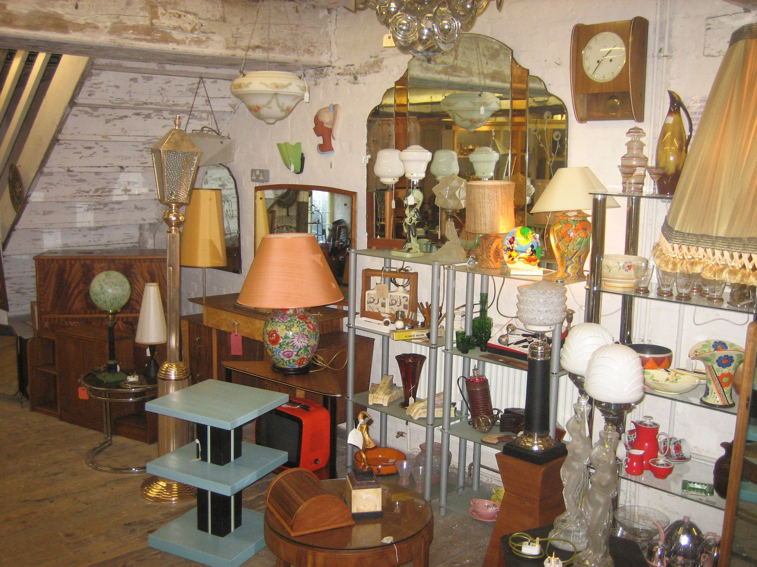 A Treasure Trove Of Vintage Treats At Chesapeake Mill In Wickham Vintchester Vintage Shopping Visitwinchester Winchester Chesapeake Vintage Shops Design