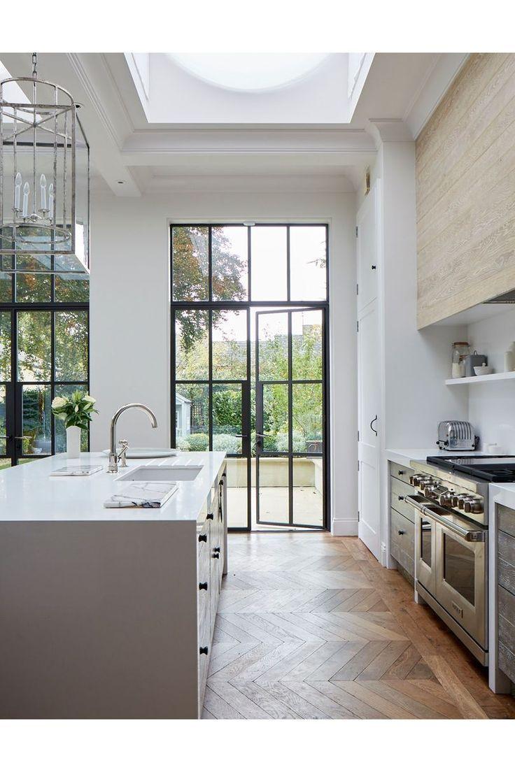Boden: Holz / Fliesen-Fischgrätmuster, Stahlschwarzfront: irgendwann !!! #kitchendoors