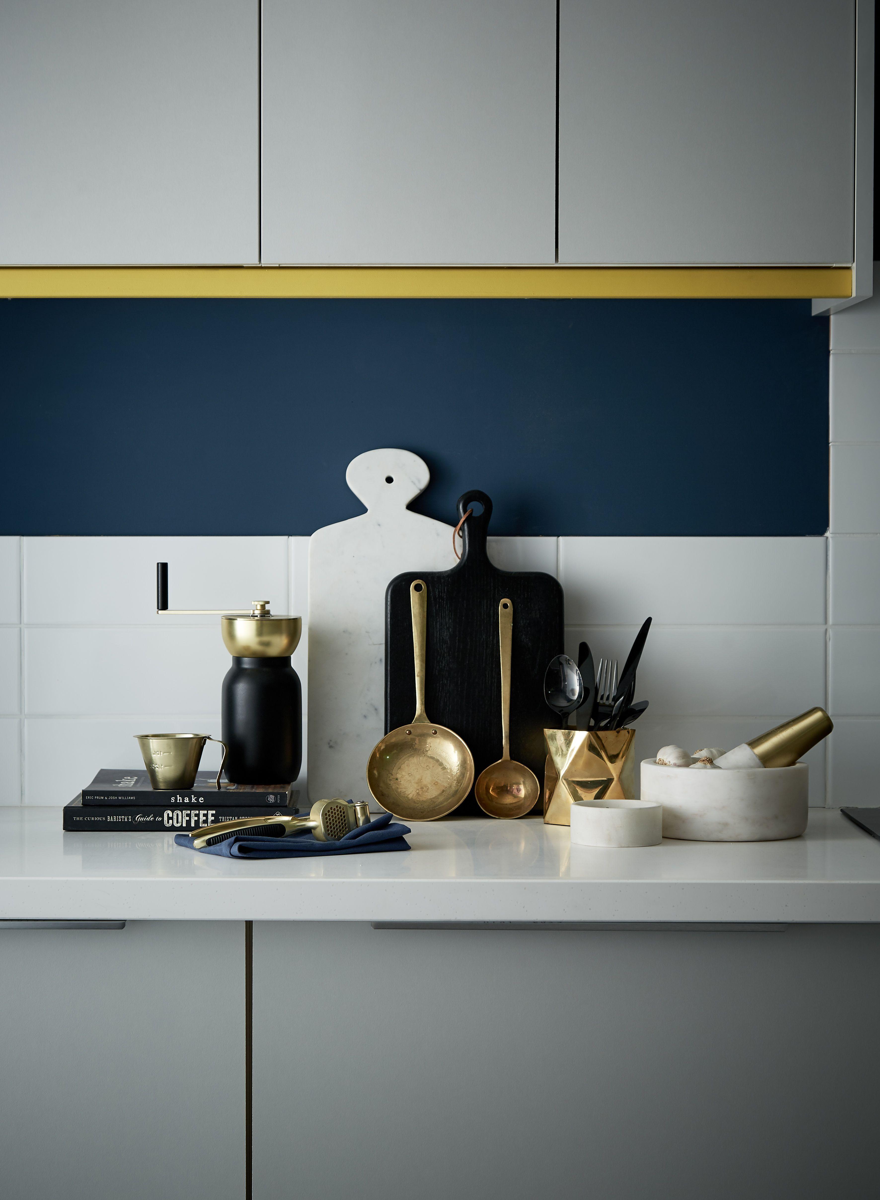 Popular Kitchen Color Ideas That Will Challenge Your Artistic Taste Modern Kitchen Accessories Grey Kitchen Bold Kitchen