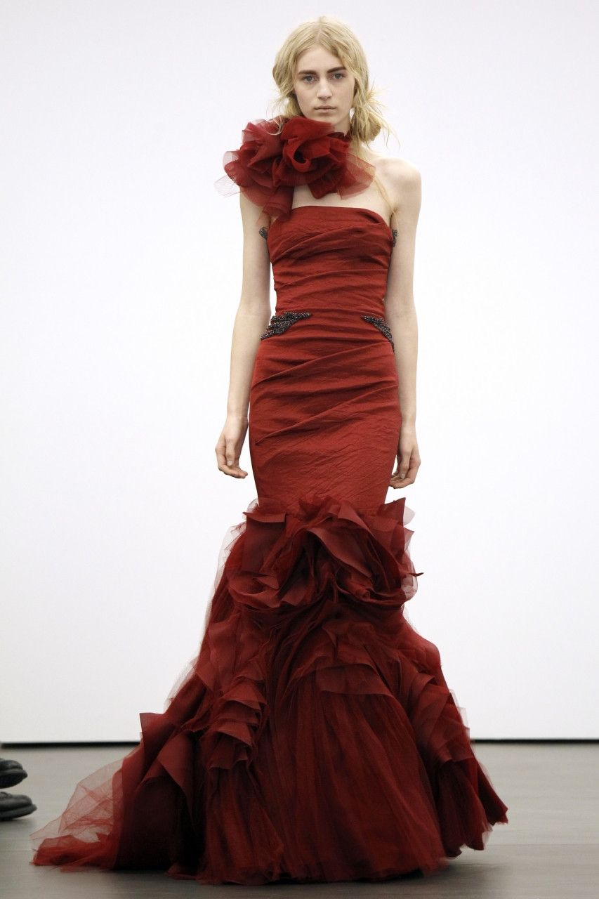 Red wedding dresses vera wang  Vera Wang Bridal НьюЙорк  Wedding dresses  Pinterest