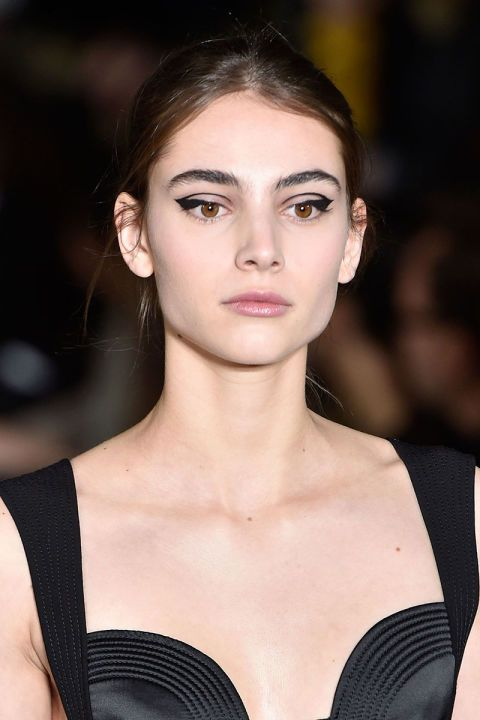 Fall 2016 Beauty Trends - Eyeliner Art at Oscar de la Renta