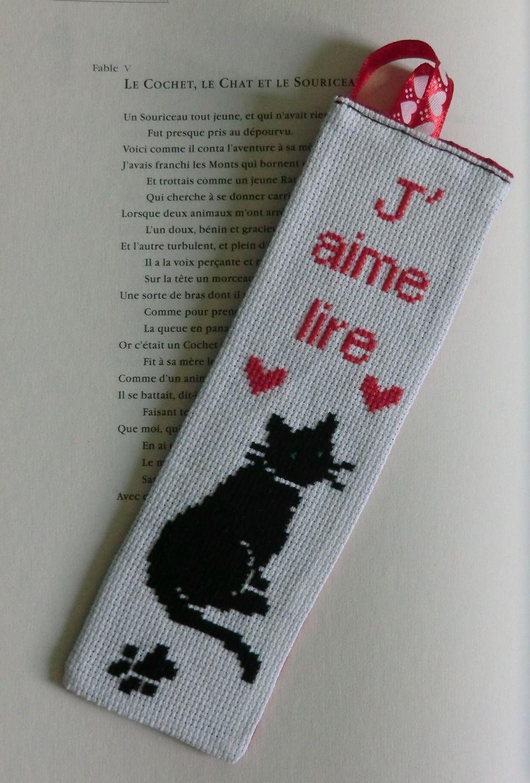 Marque-page brodé chat noir j'aime lire, brodé à la main : Marque-pages par l-atelier-du-chas ...
