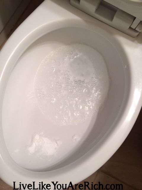 How To Clean Your Bathroom In 7 Minutes Or Less Using Baking Soda Water