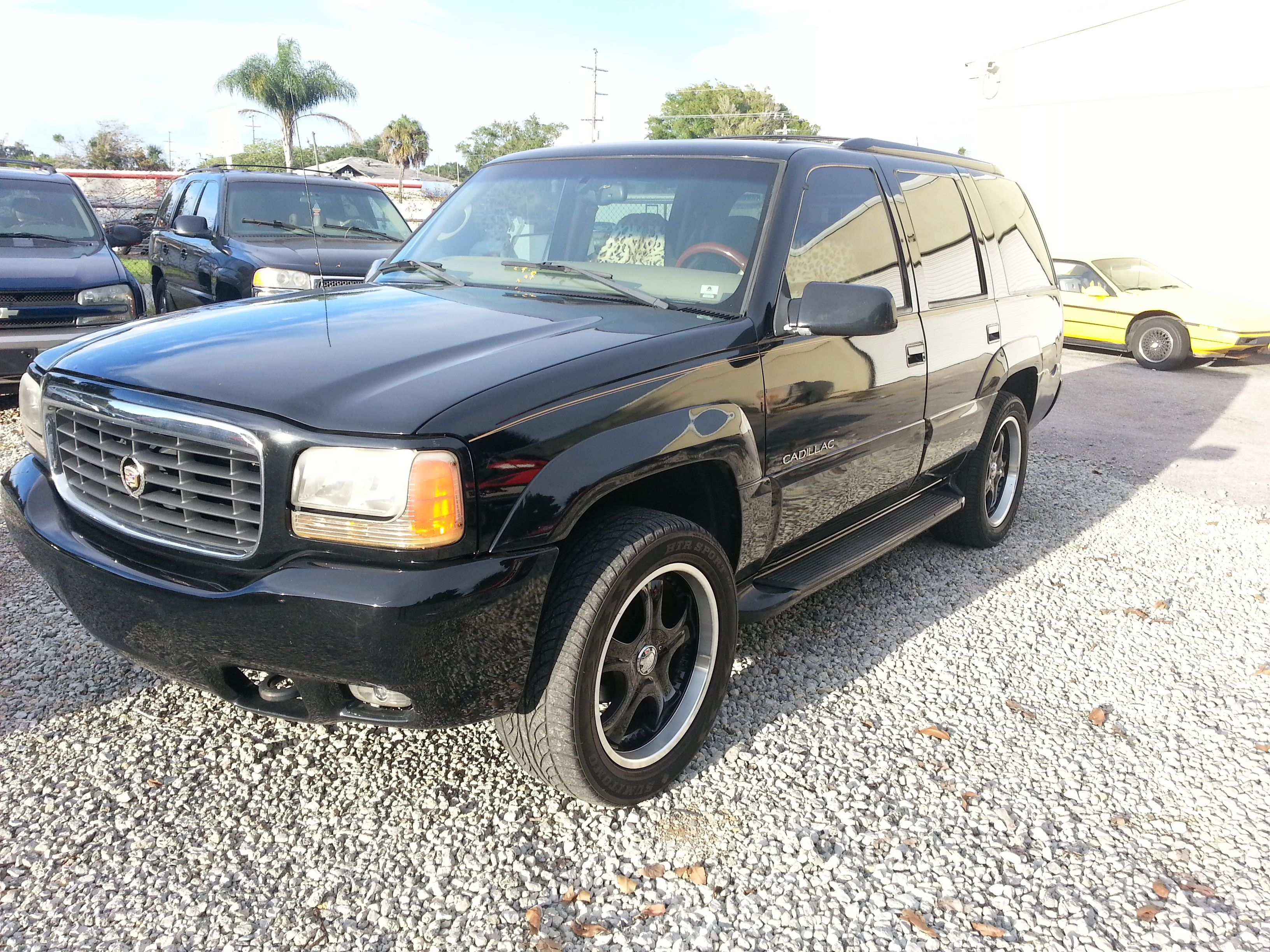 1999 Cadillac Escalade Gold Edition Has 20 Black Chrome Wheels And After Market Exhaust Only 130k Miles Great Price Of 6500