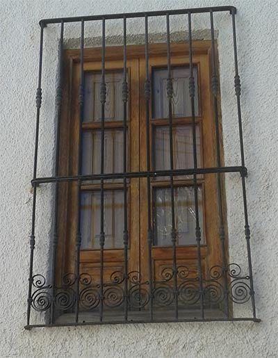 Reja forja hierro alta cosas para ponerse balcones for Puertas de madera y hierro antiguas