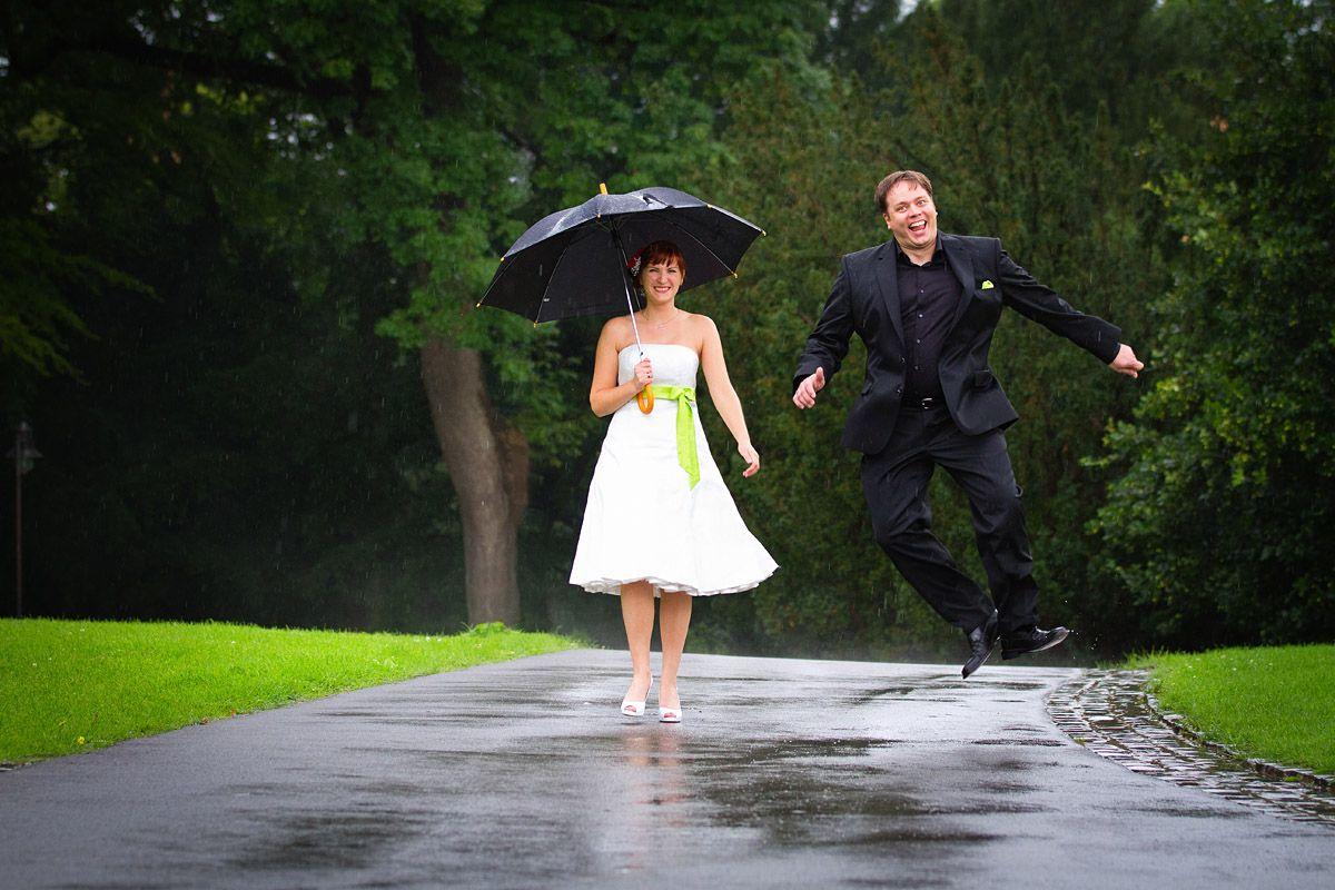 Schne Hochzeitsfotos im Regen  Hochzeit  Hochzeitsfoto