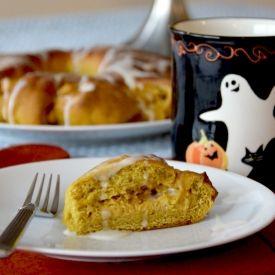 Pumpkin Coffee Cake Wreath with Pumpkin-Spiced Cream Cheese Filling