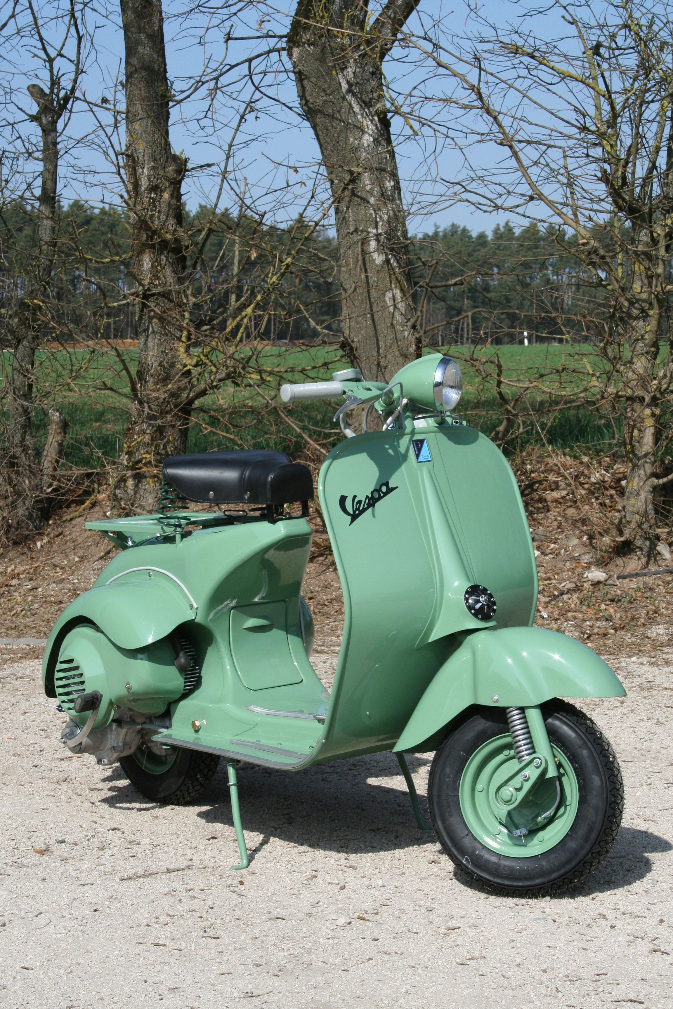 vespa 125 utilitaria meticulously restored by scooter. Black Bedroom Furniture Sets. Home Design Ideas