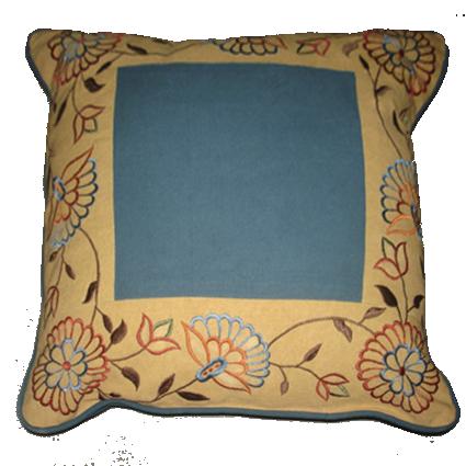 Подушка декоративная - 1 550 руб.. Рисунок: Вышивка, аппликация Наполнитель подушки: Полиэстер Наволочка съемная с потайным замком на обратной стороне.