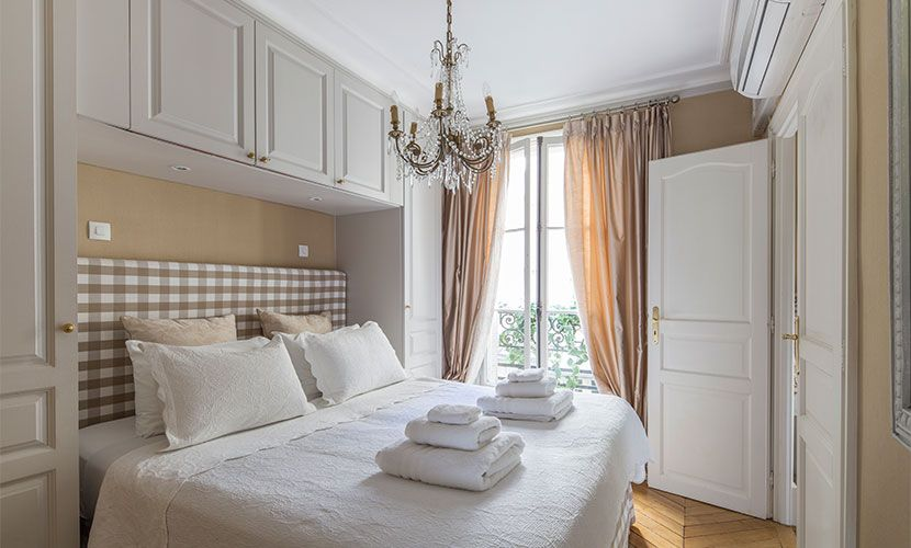 Rent Our 2 Bedroom Paris Rental Beaumes De Venise With Eiffel Views.