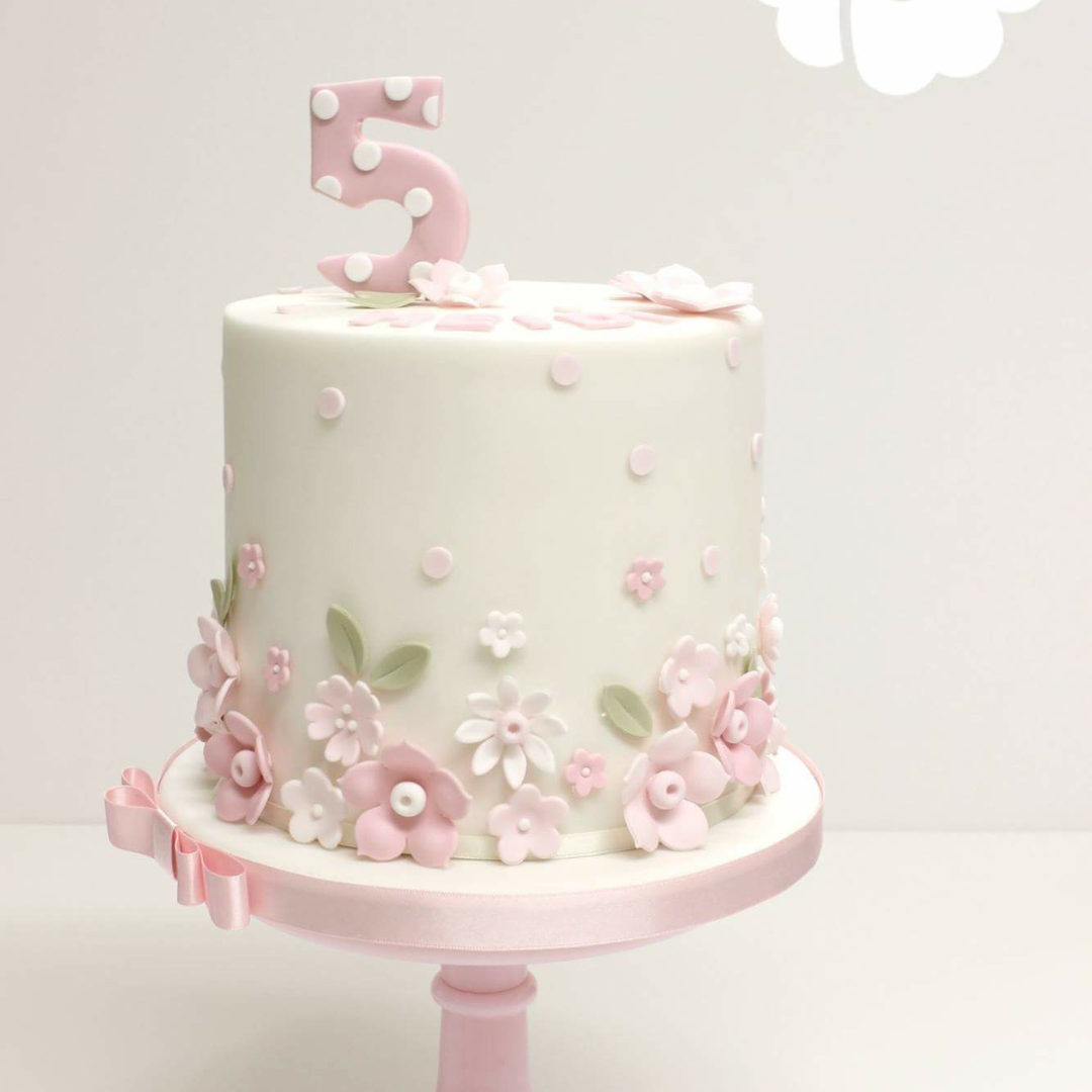 pretty flower birthday cake Interesting cakes Pinterest Flower