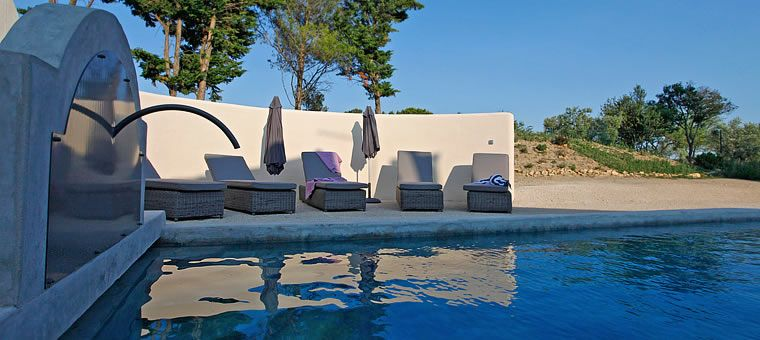 La Pinède  location de vacances pour 10 personnes dans les Alpilles - location vacances provence avec piscine