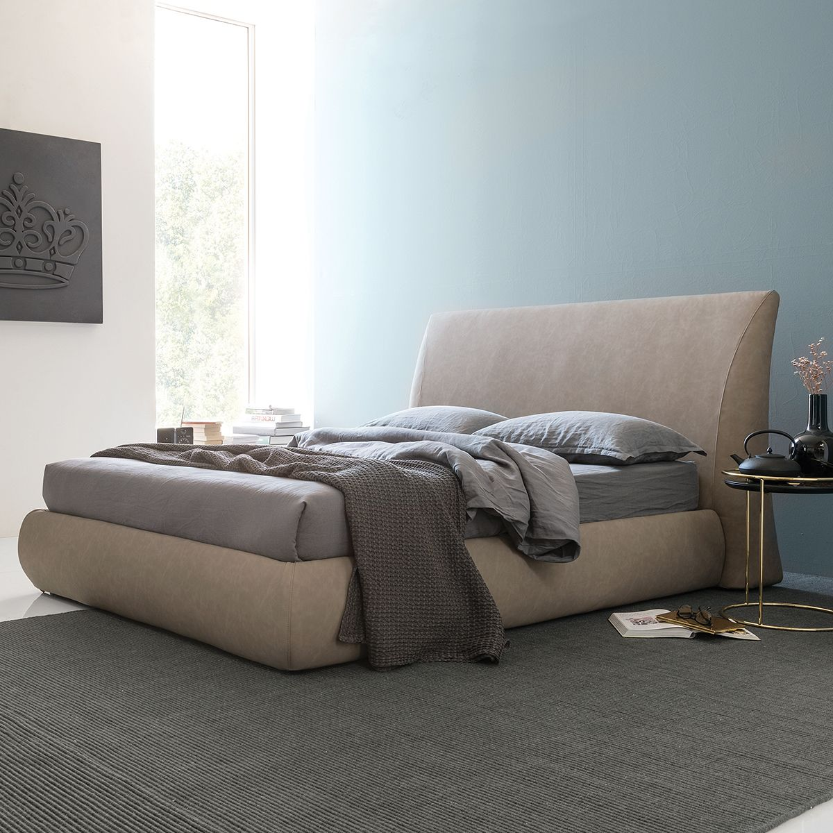 Ready to compliment any bedroom décor, the MICHIGAN bed is
