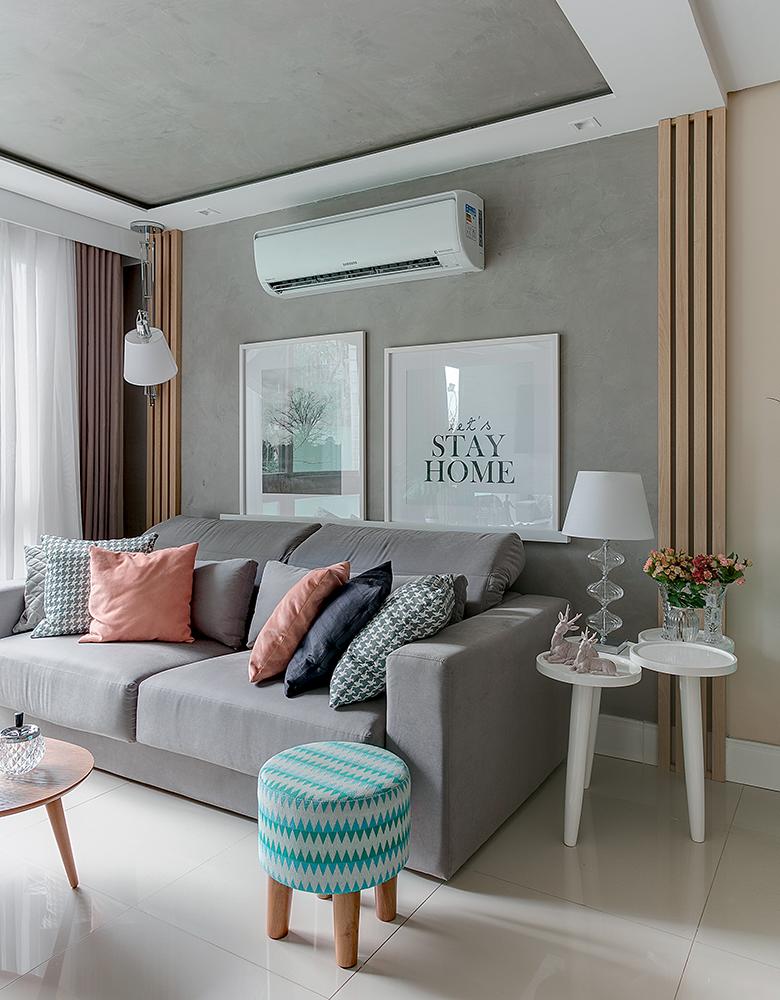 Salas integradas com painel ripado de madeira e azulejo 3d for Revestimento 3d sala de estar
