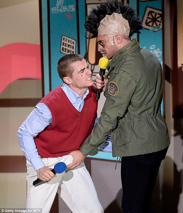 Zac efron wins best shirtless performance at mtv movie awards dave zac and neighbors co star dave franco did their best travis bickle and jack byrnes impressions from the 1976 classic taxi driver and the 2004 film meet the m4hsunfo