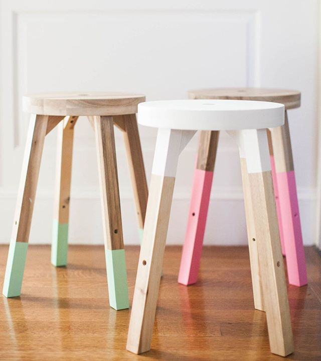 How cute are these DIY painted stools from @abbydlarson's @todayshow segment this morning? The perfect pops of color, if you ask us!
