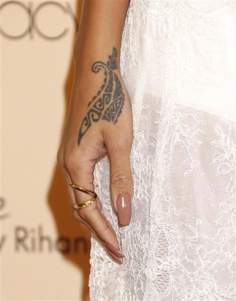 114a68d360fa8 Rihanna painfully decorates her hand with traditional Maori tattoo ...