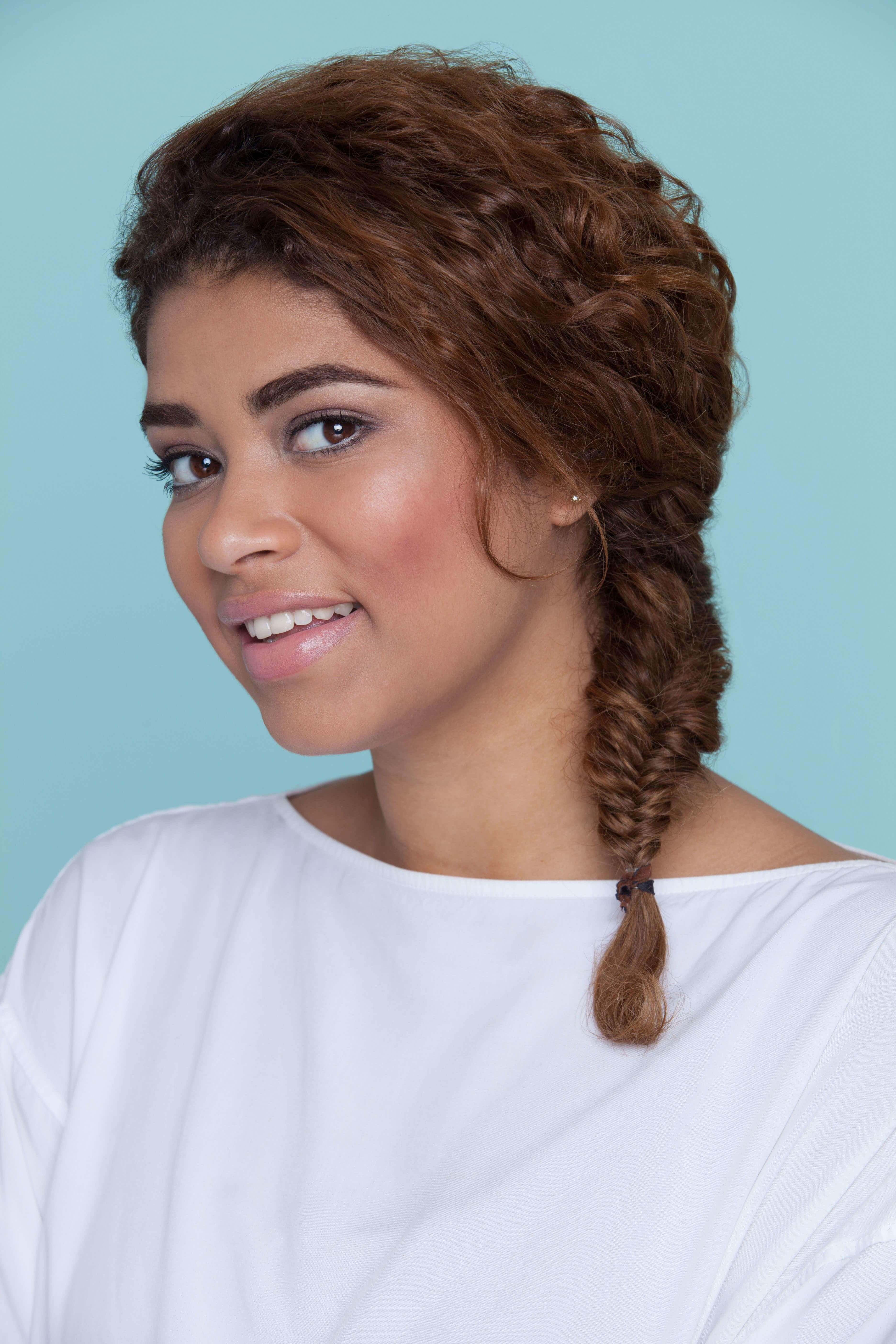 We love curly hair but it can be hard to style quickly. These easy  hairstyles for thick curly hair can… | Curly hair styles, Curly hair styles  easy, Easy hairstyles