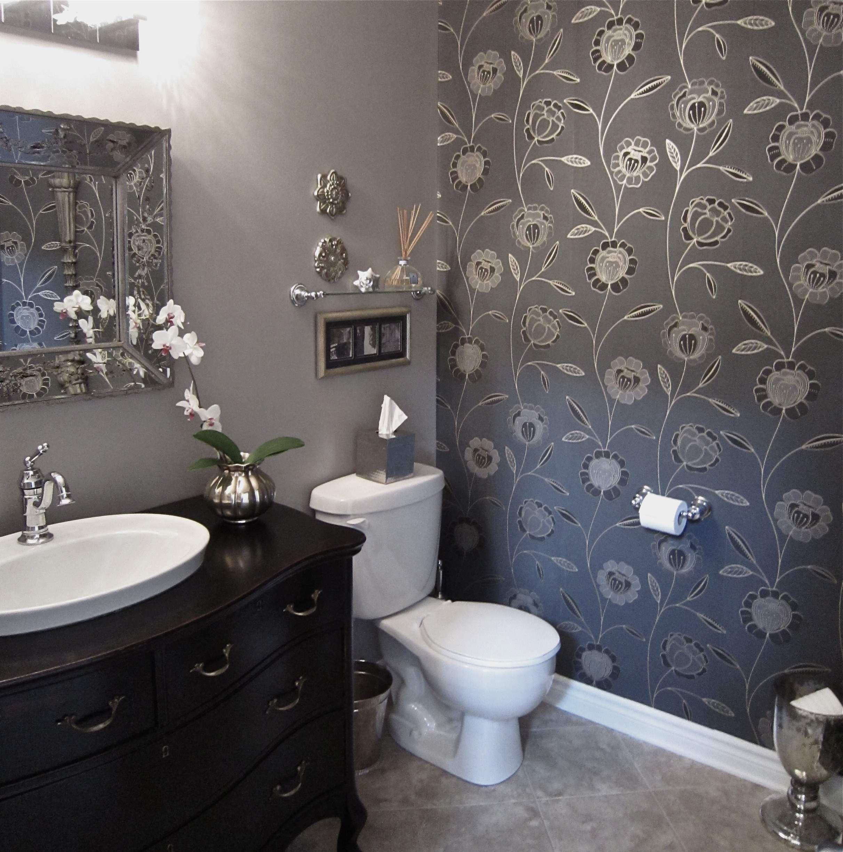 15 Cool Powder Room Ideas 15 Cool Powder Room Ideas With White Water Closet And Grey Floral Wallpape Badezimmer Tapete Toiletten Tapete Pulver Raumgestaltung