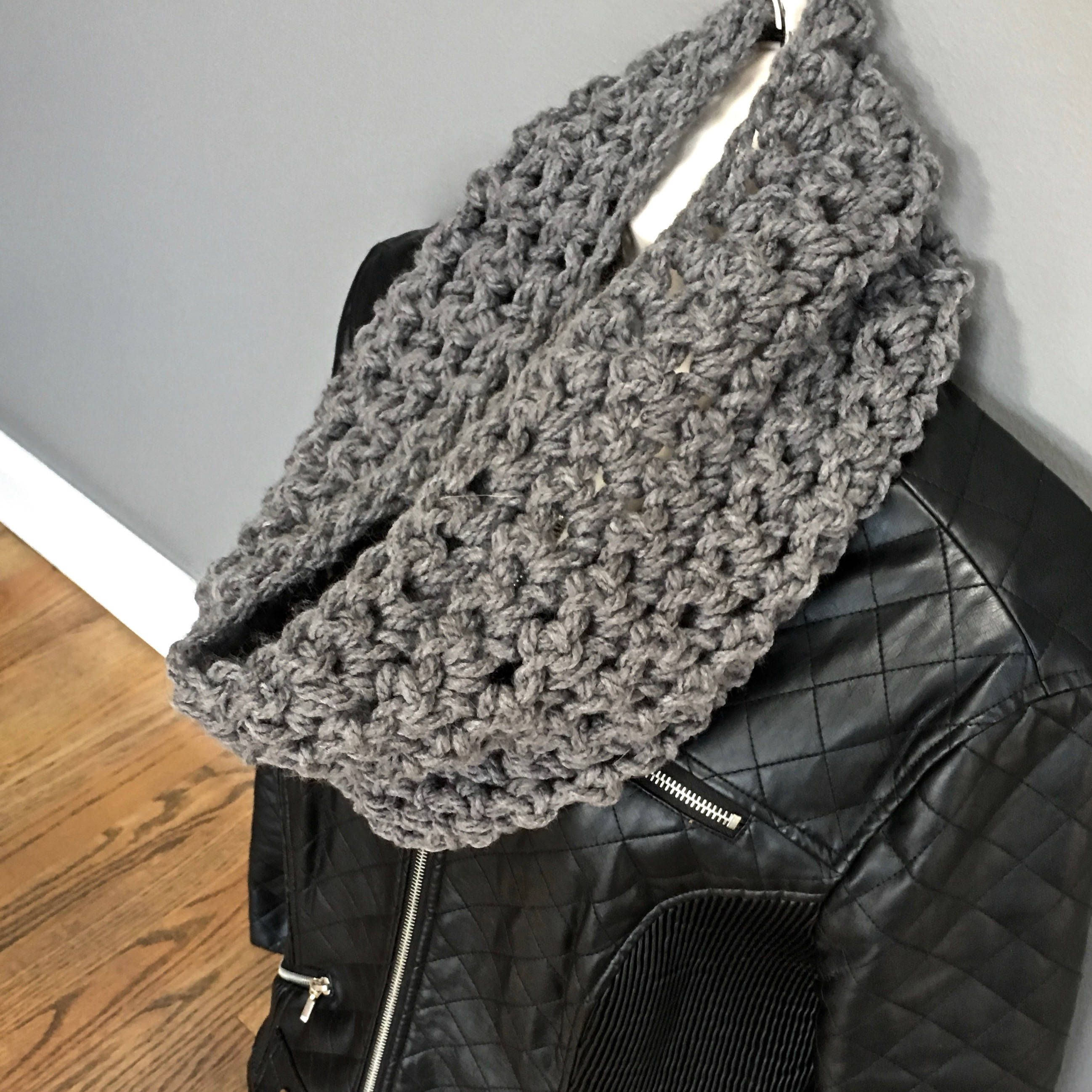 Chunky Knit Scarf Infinity Scarf Loom Knitted Cowl In Dark Teal