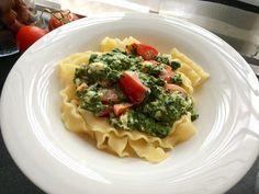 Nudeln mit Spinat, Schafskäse und Tomate von Weinrot | Chefkoch