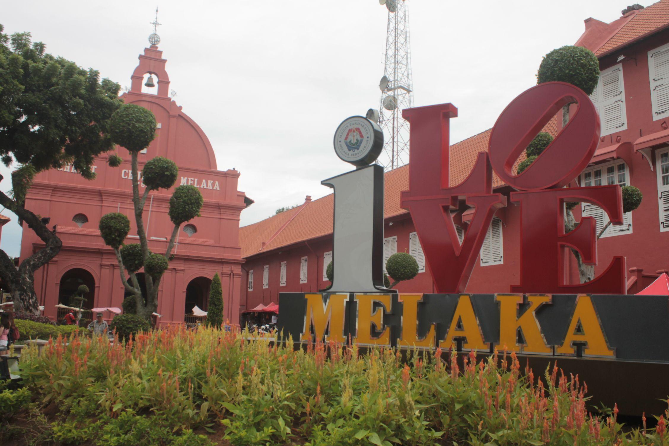 Plaza de la Iglesia de Jesús, centro neurálgico de la ciudad