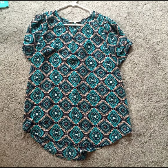 Patterned blouse Green/blue blouse is great with skinny jeans or tucked into a skirt. Tops Blouses