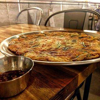 Seafood pancake. . . . . . #koreanfood #instafood #instafoodie #sydneyfoodie #sydneyfood #foodporn #seafoodpancake #haemulpajeon