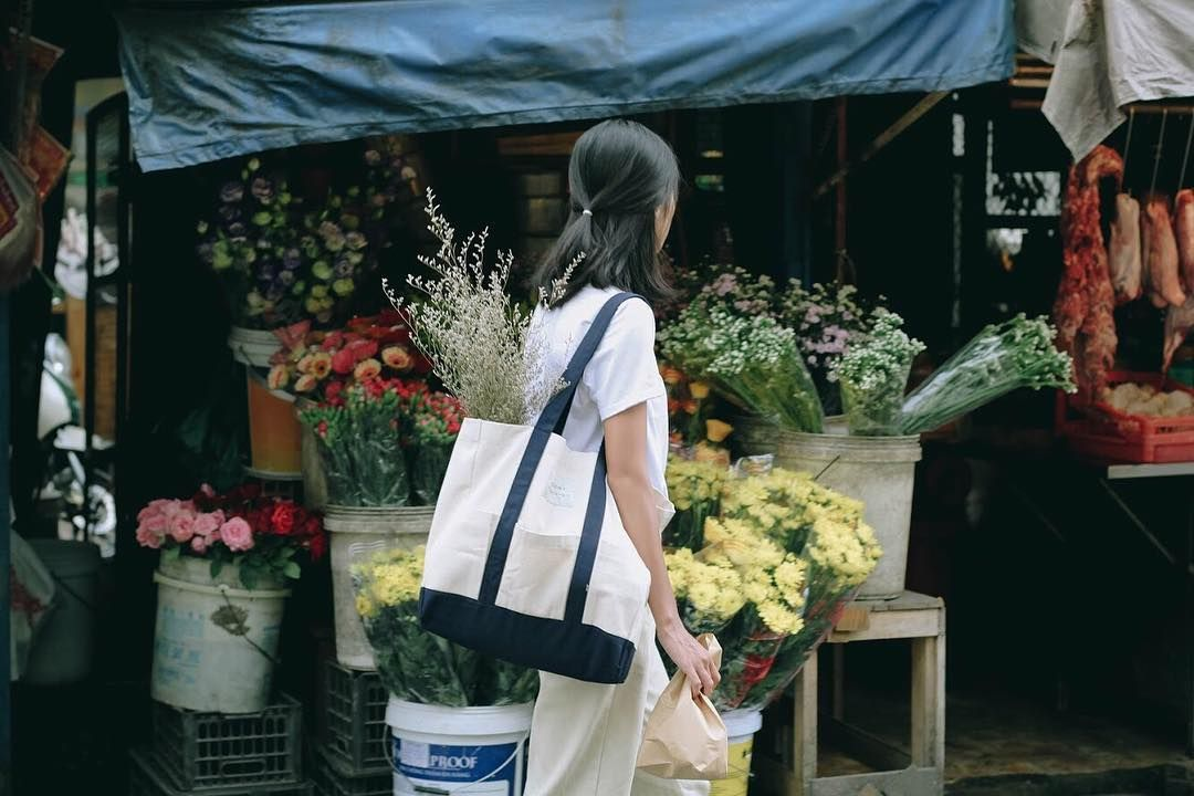 """291 Likes, 1 Comments - ALL ITEMS DESIGNED BY US (@acohi_co) on Instagram: """"Lost in a beautiful day, flower market and my favourite bag 💐 #acohipocketbag / Add : 14G Tôn Thất…"""""""