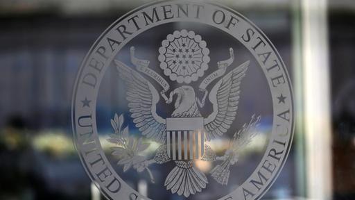 Vier der wichtigsten Mitarbeiter des US-Außenministeriums haben ihren Rücktritt eingereicht. Amerikanische Medien sprechen vom größten Verlust institutionellen Wissens seit Jahrzehnten. Die Regierung Trump soll ihnen das Ende ihrer Beschäftigung zuvor nahegelegt haben.