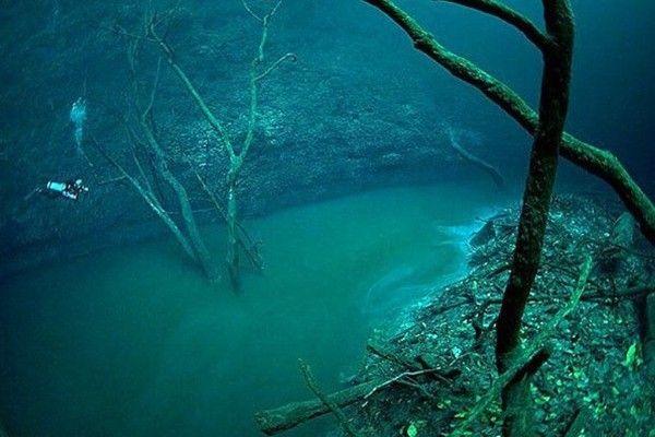 20 objetos enormes encontrados bajo el mar im genes for El hotel que esta debajo del agua