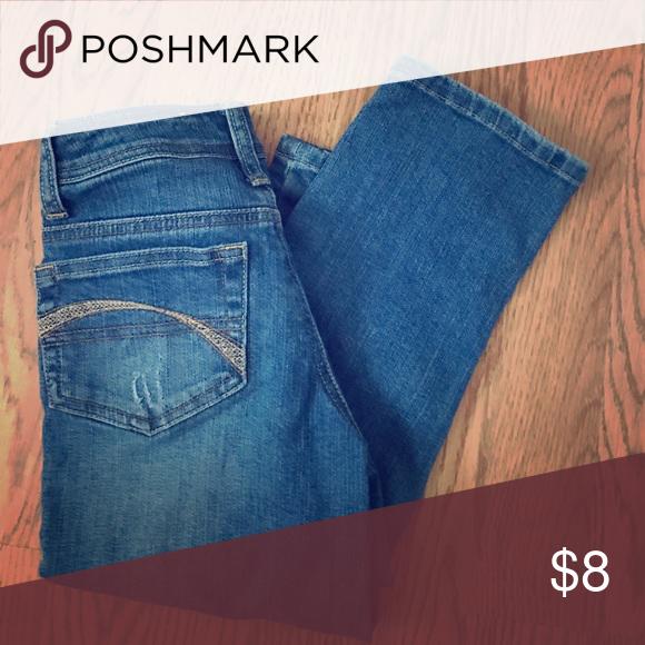 JUSTICE distressed denim capris- size 10S JUSTICE distressed denim capris - size 10s -like new Justice Bottoms Jeans