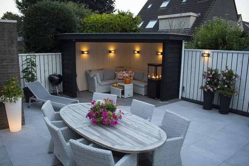 Moderne Gartengestaltung Mit Subtiler Gartenbeleuchtung Fur Deine Uberdachte Sitzecke Sitzecken Garten Gartenmobel Sets Garten Sitzgruppe