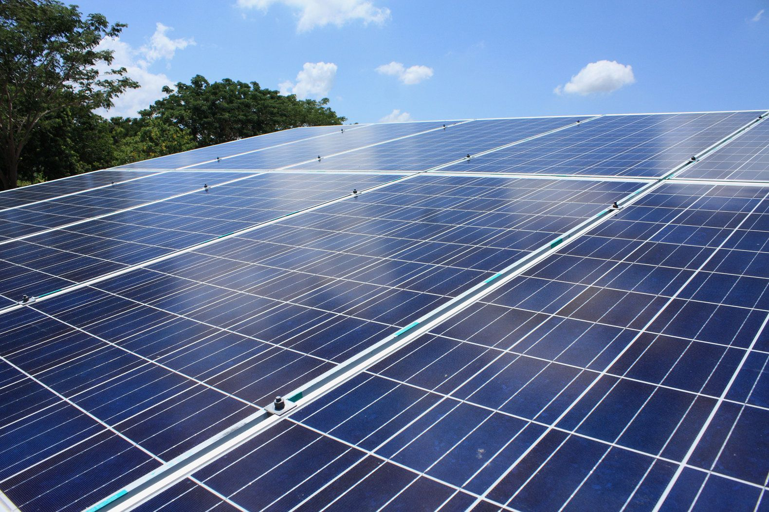 New hybrid solar cells generate 5 times more energy by