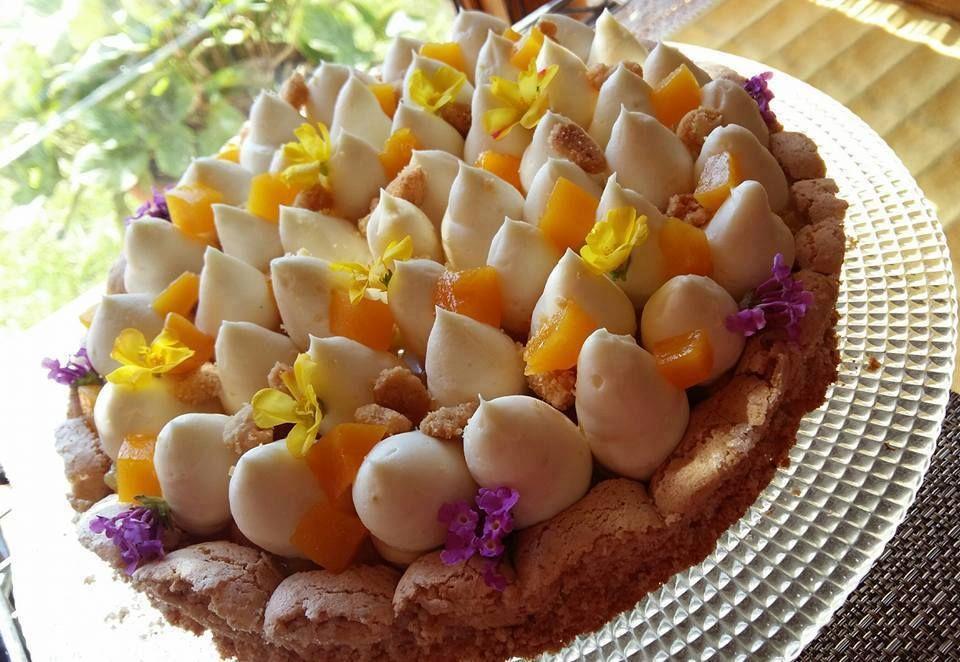 Estate! Questo nome è perfetto per questa torta meravigliosa che abbina la croccantezza del crumble alla morbidezza della frutta e alla cremosità del...